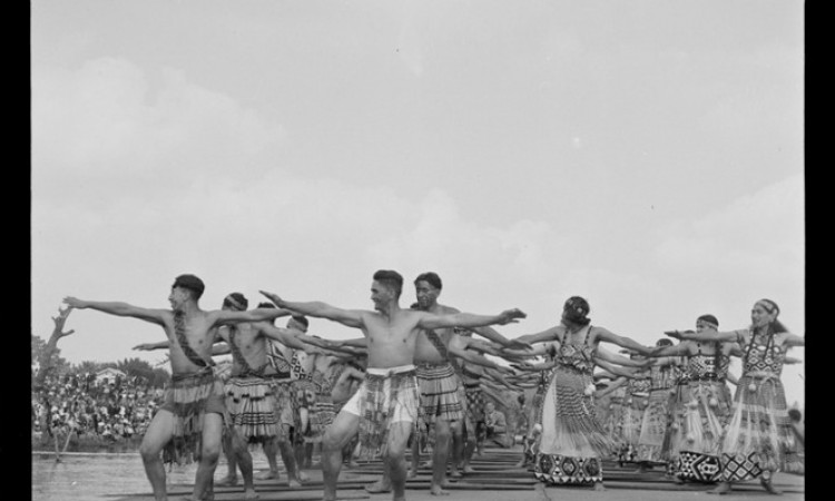Tainui Maori performing action songs for United States servicemen at Ngaruawahia. Ref: 1/4-000349-F. Alexander Turnbull Library, Wellington, New Zealand.